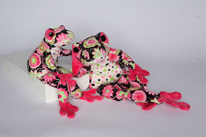 Douglas Toys - SIGNA BLK FLOWER FROG
